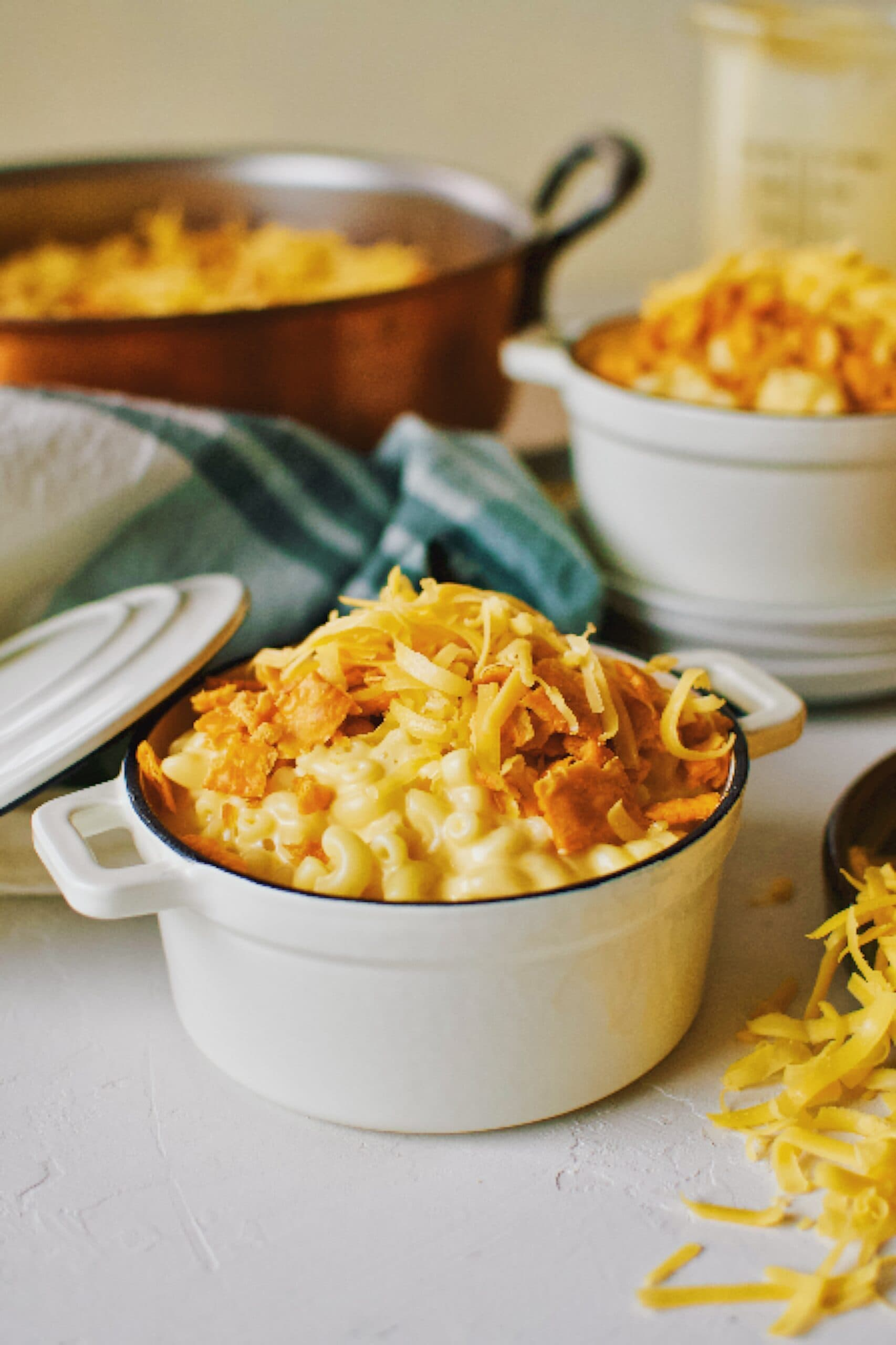 Cheez-It mac and cheese made with cheddar syrup in mini dutch ovens topped with cheese crackers and cheddar cheese.